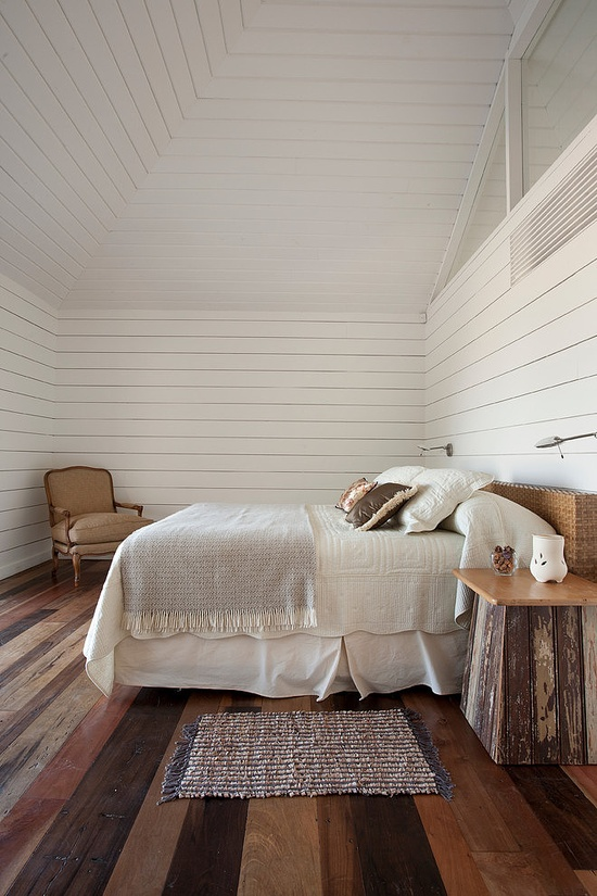 beach-room-wood-floors-white-planks