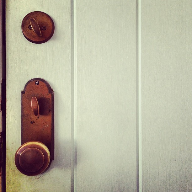 castle-hill-newport-ri-beach-cottage-door-knob
