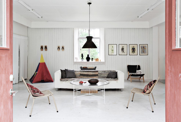 cool-sitting-area-for-entry
