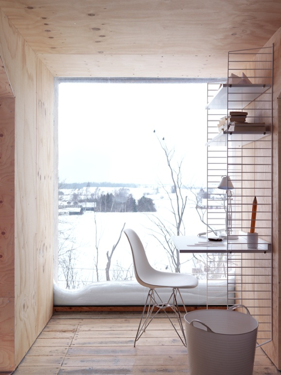 light-wood-bright-minimal-office