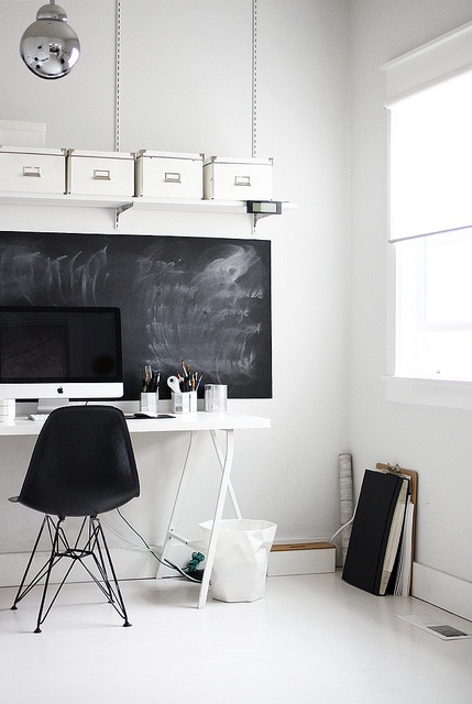 minimal-office-chalkboard