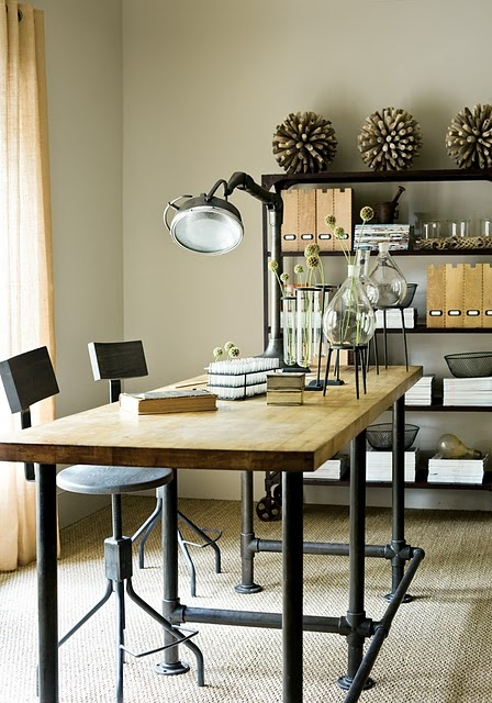 minimal-pipe-desk
