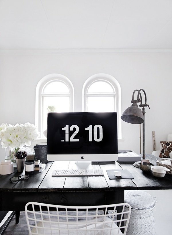 white-minimal-womans-office