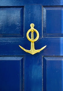 blue-door-simple-brass-anchor-door-knocker